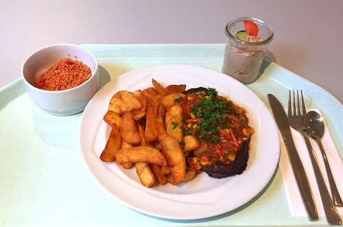 Salisbury steak with vegetable salsa & country potatoes / Hacksteak mit Gemüsesalsa & Country Potatoes