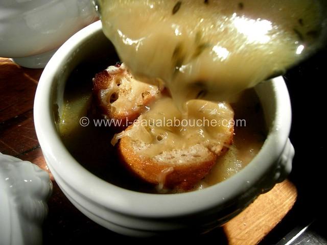 Soupe Campagnarde aux Oignons Lardons & Patates © Ana Luthi Tous droits réservés  0002