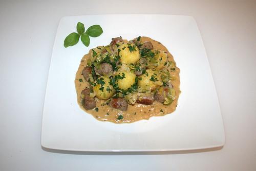 30 - Dumpling fry with bratwurst - Served / Knödelpfanne mit Bratwurst - Serviert