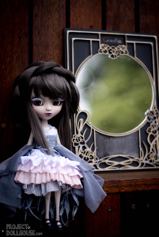 http://projectdollhouse.com/2015/12/07/mirror-mirror-on-the-wall-whos-the-fairest-of-them-all-miss-emmeline/