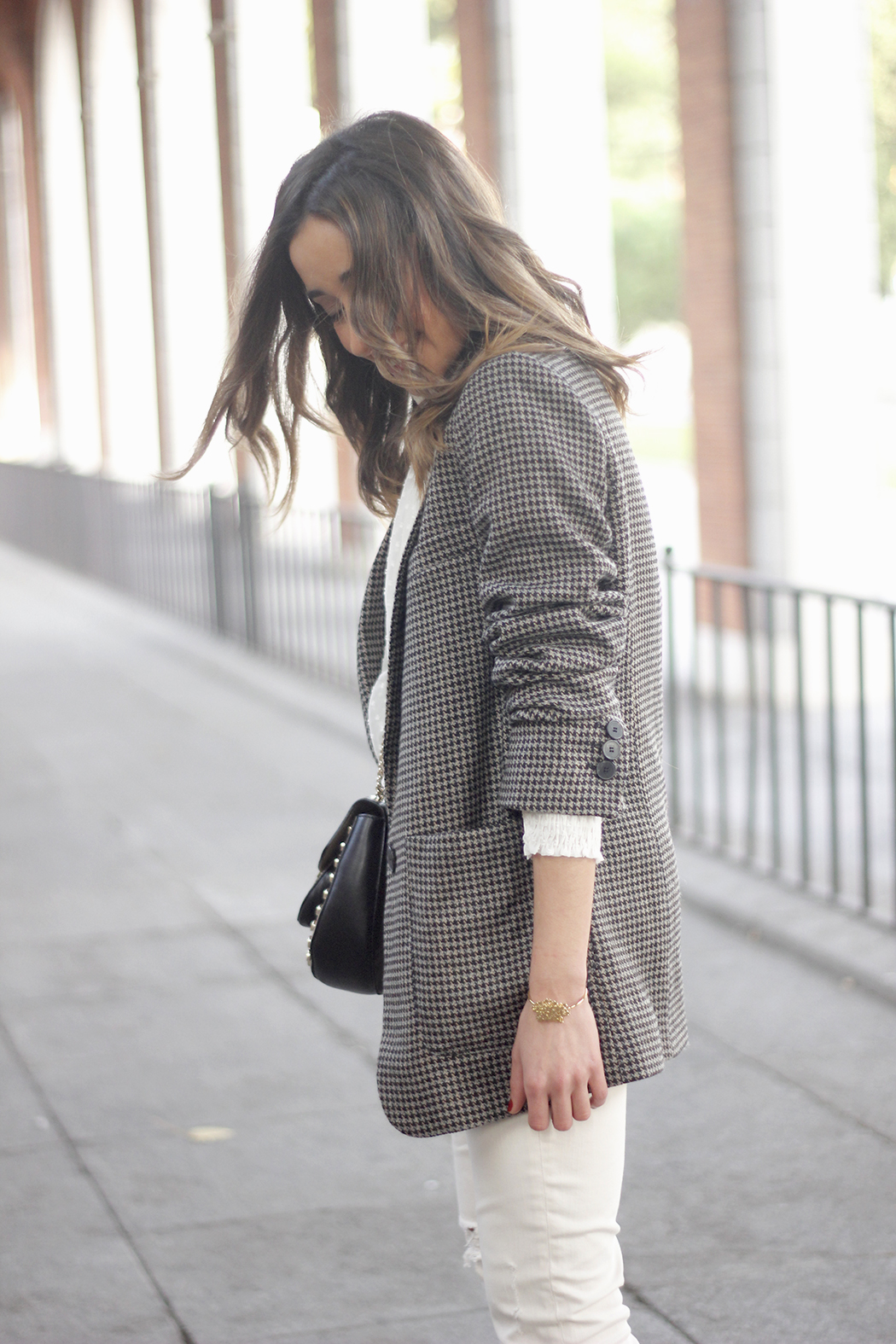 Plumeti blouse houndstooth blazer white jeans outfit style streetstyle11