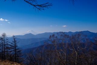 霞む富士山と大菩薩@ブナ坂の先