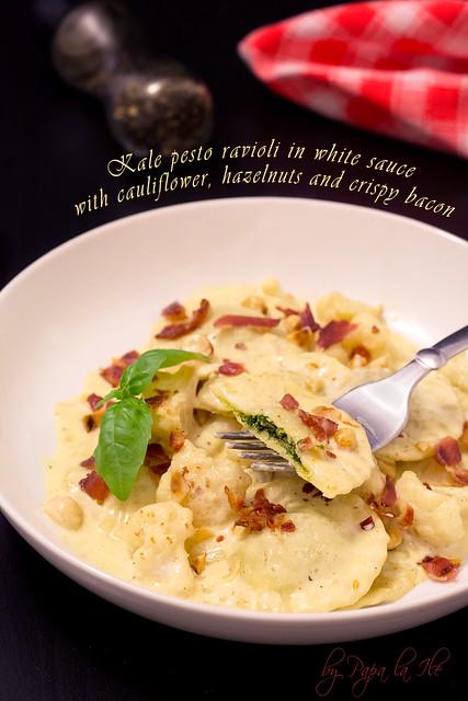 Paste proaspete umplute cu pesto de kale in sos alb cu conopida, alune de padure si bacon crocant (1)