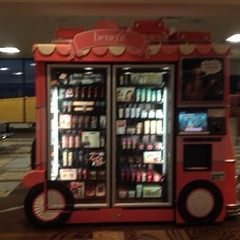 A #benefit bus in the airport. Because you know you look gross after that flight.