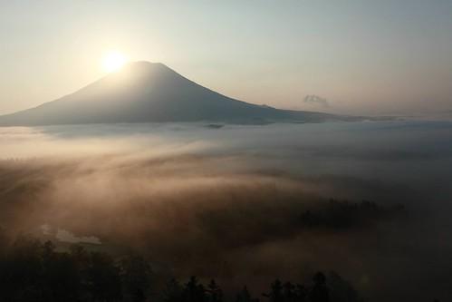 雲海と羊蹄山