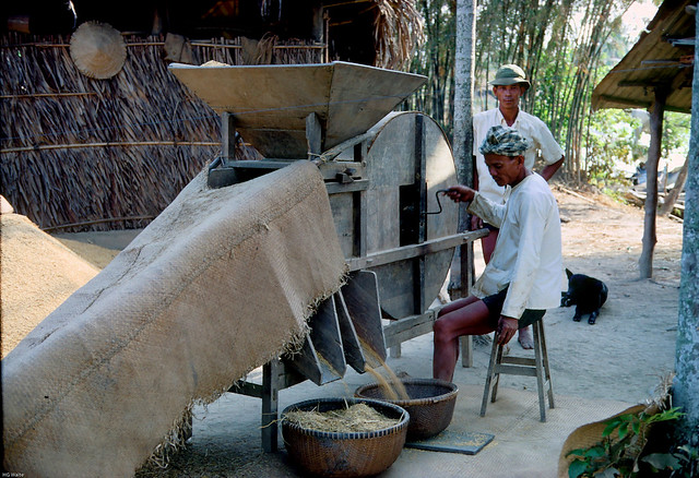 Vietnam Countryside 1967 by HG Waite - Máy rê lúa - Winnowing machine