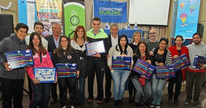 (Agencia El Vigía- 24 09 2015)– El intendente de Avellaneda f4ec53195cd3