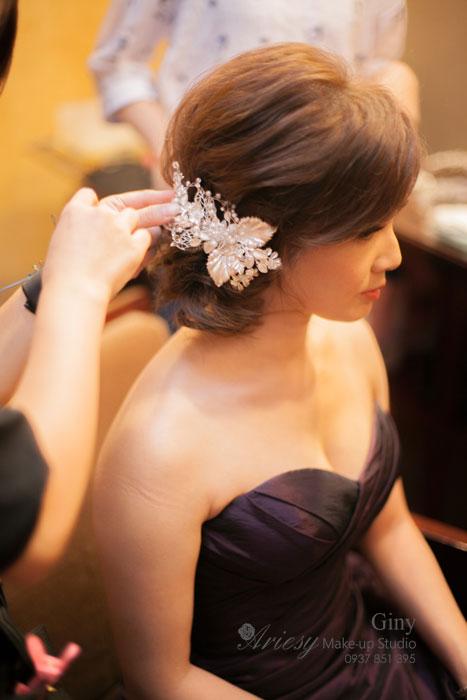 Giny新秘,愛瑞思造型團隊,台北新娘秘書,Giny,清透妝感,蓬鬆盤髮,線條盤髮,鮮花造型,台北遠企,短髮造型