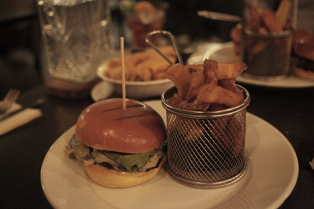 voc-london-burger-and-chips-main-course