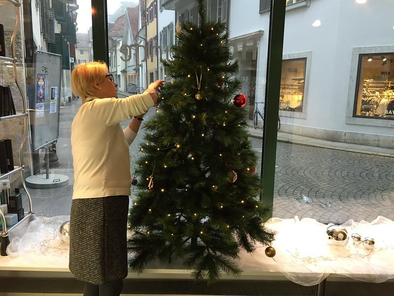 Heidi and the Christmas tree