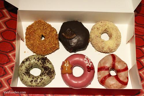 Half a dozen Cartems donuts
