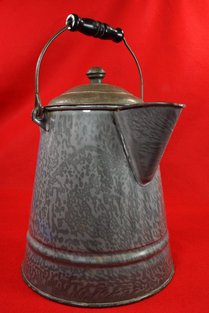 RD14935 Antique Large Gray Graniteware Coffee Pot with Lid & Black Wood Handle DSC07530