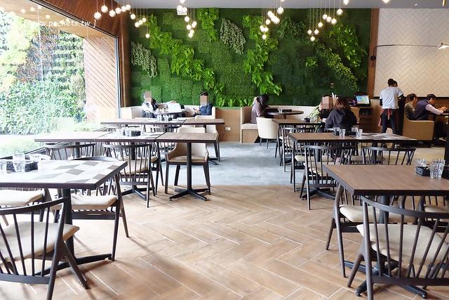 32533123912 063d38dbf2 z - 【熱血採訪】黑浮咖啡.RÊVE Café:高雄人氣連鎖咖啡館,濁水溪以北第一間分店進駐公益路