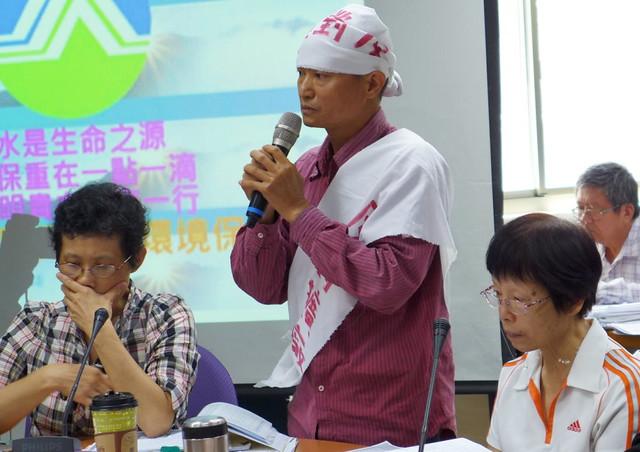 台西鄉民吳日輝控訴六輕罔顧居民健康。攝影:陳文姿。