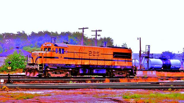 MEC 225 (GE U25B) sittiing in Rigby Yard, South Portland ME on 9-13-1982