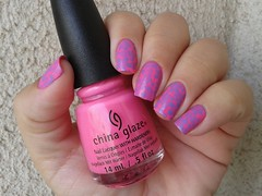 Glow with the Flow - China Glaze carimbado