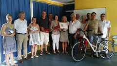 Les gagnants de la tombola du Tour79, édition 2015 reçoivent leurs lots des mains des responsables de l'Organisation