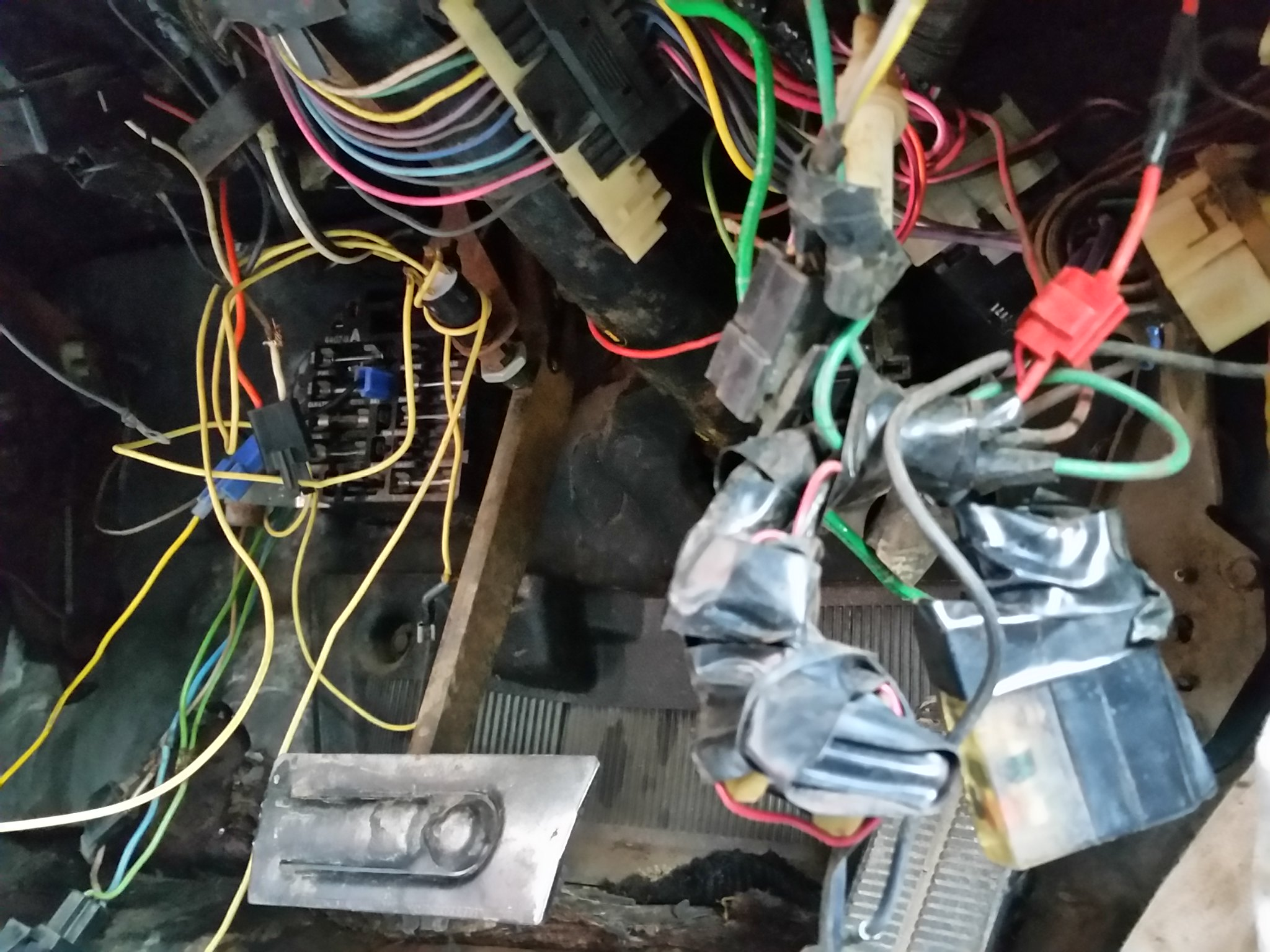 Universal wiring harnesses?  22213942362_08e5efed82_k