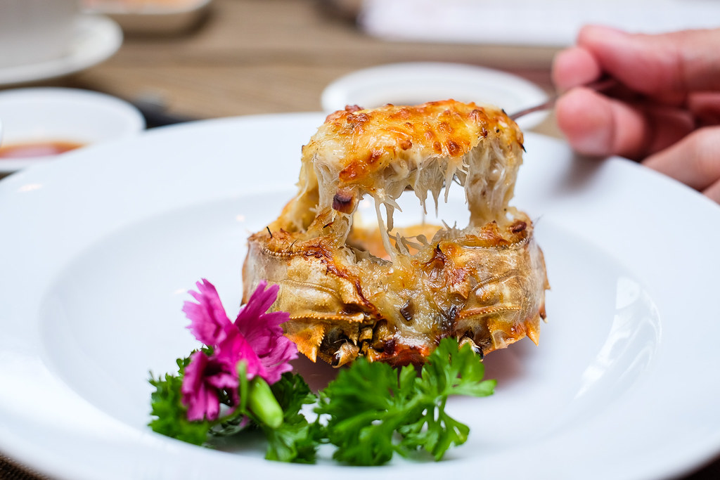Szechuan Court & Kitchen: Hairy Crab Shell Stuffed with Milky Crabmeat Cream