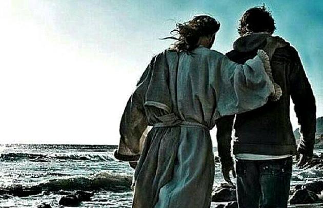 Jesús camina con cristiano