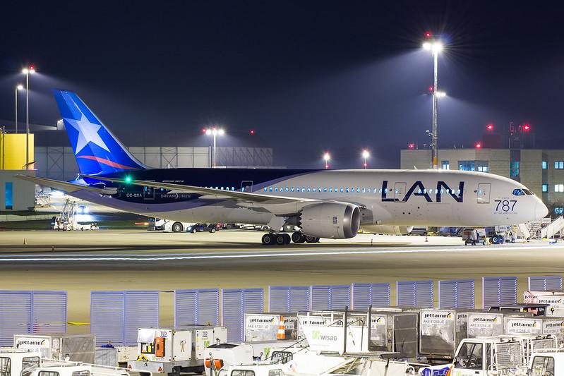 LAN - B788 - CC-BBA (1)
