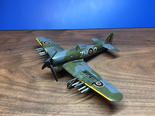 Airfix 1/72 Hawker Typhoon Mk.1b - Starter Set