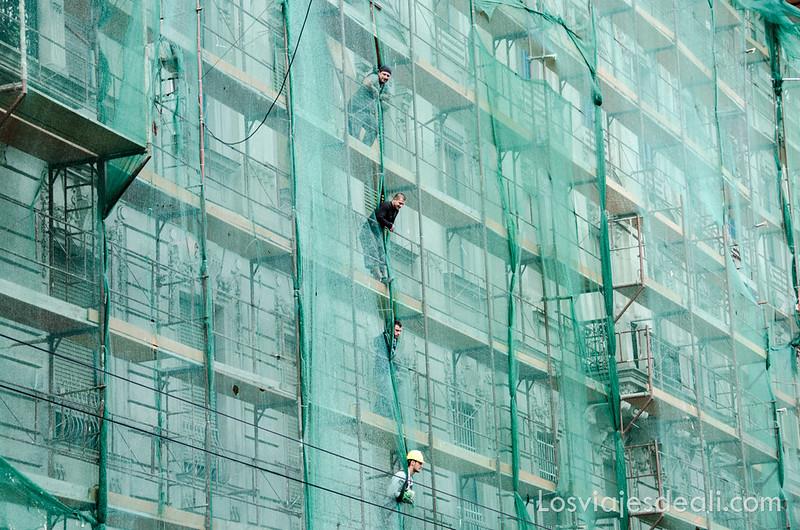 calles de Budapest edificio en obras