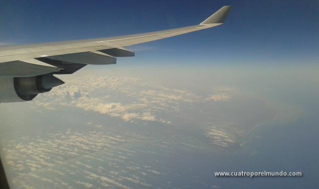 Sobrevolando el caribe hacia Colombia