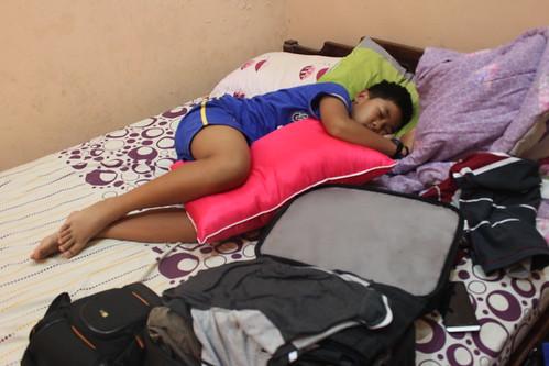 Tidur di rumah om Yoyok