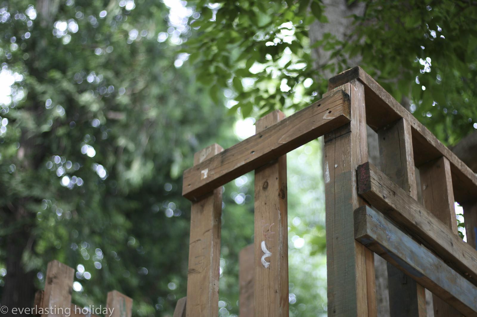 木のすべり台 wooden slide