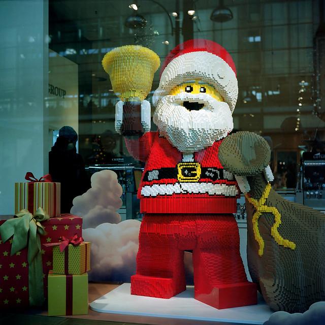 Lego_Weihnachtsmann_Yashica Mat 124 G