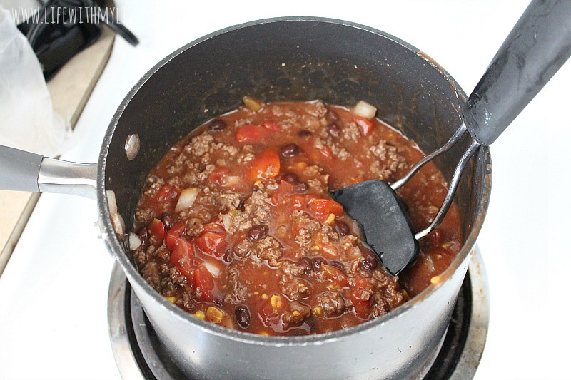 This 30 minute chili recipe is so fast and easy! It's the perfect dinner for busy weeknights!