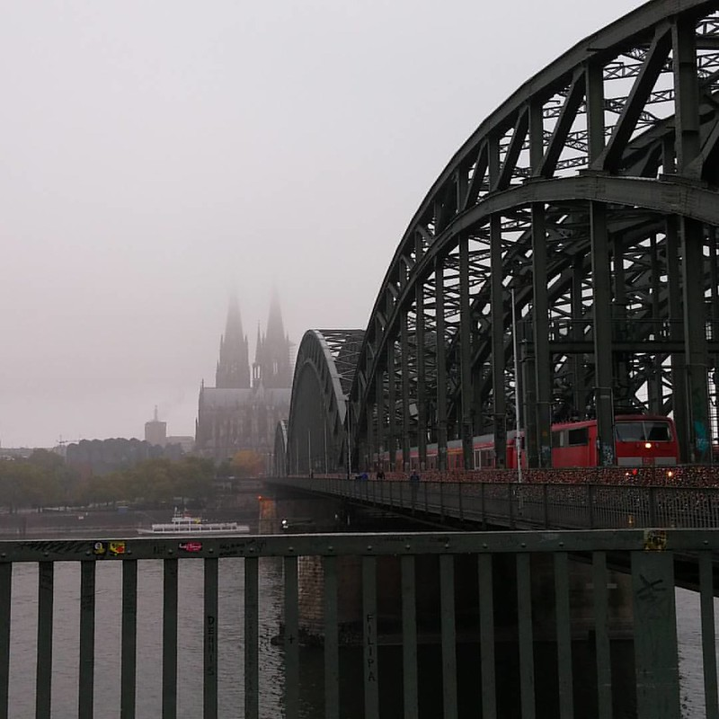 Hohenzollernbruecke and the #Dom this morning   #Koeln