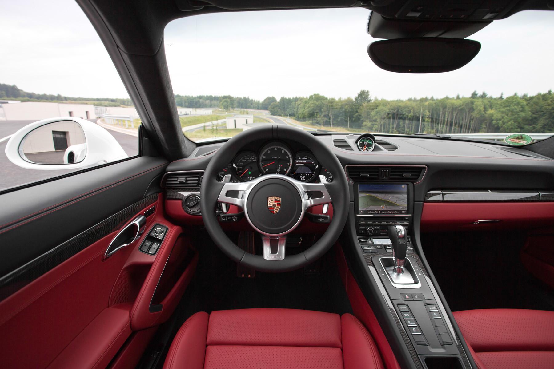Водительское место Porsche 911 в кузове 991