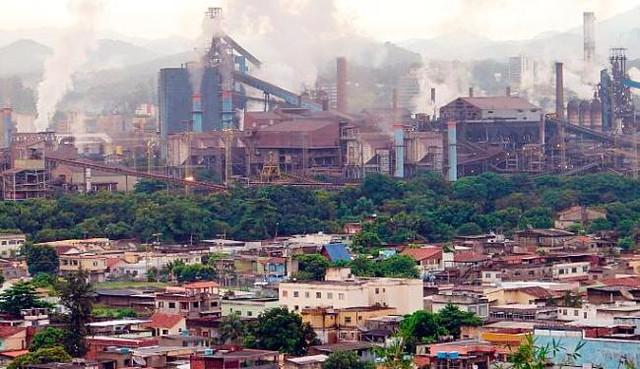Poder da CSN fica visível inclusive na geografia da cidade de Volta Redonda, que cresceu ao redor de suas instalações - Créditos: Divulgação