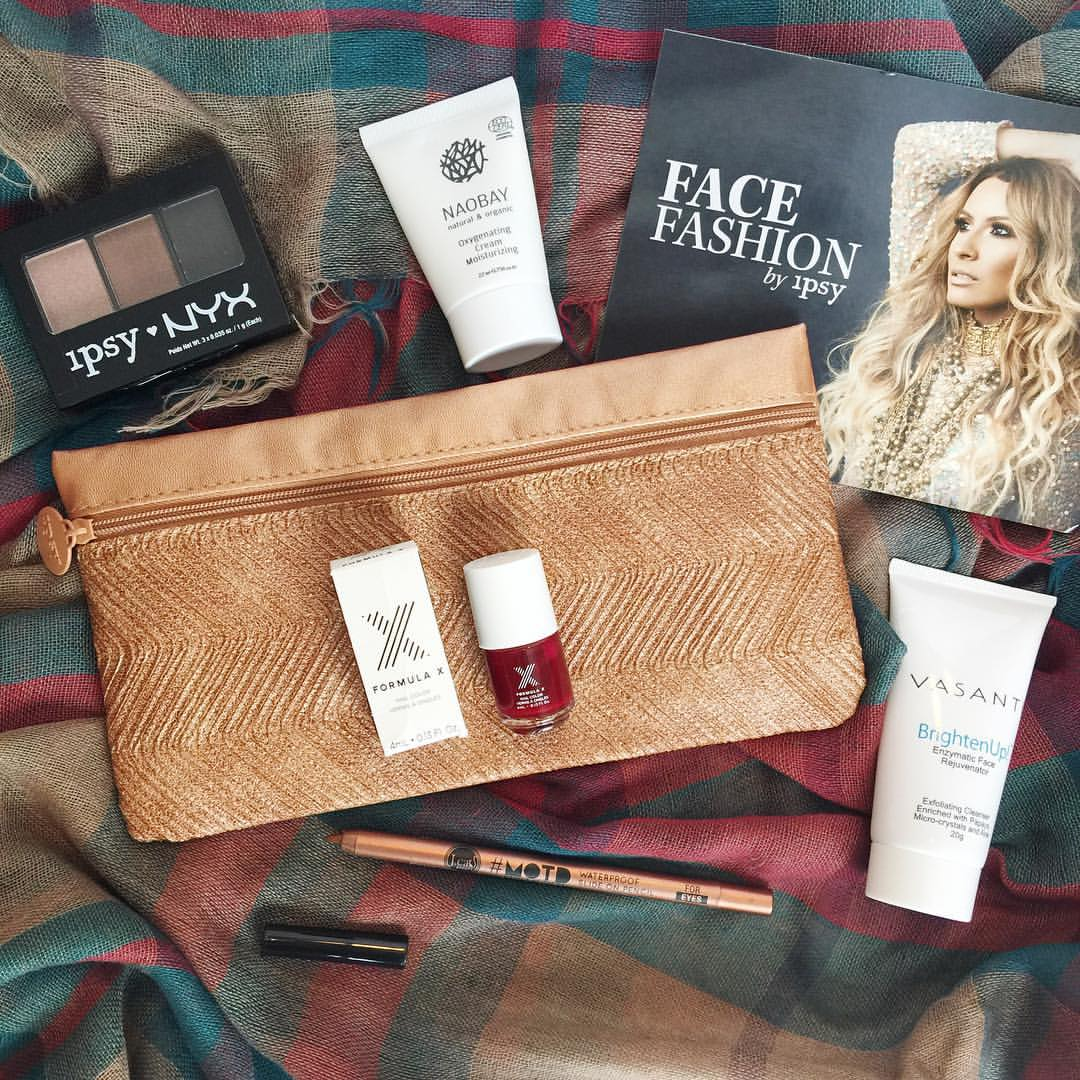 I wanted to share my fall Ipsy bag with y'all! The pouch is so perfect for the fall in a metallic bronze color with a chevron textured pattern. I received a lot of fall colored cosmetics and skin care goodies this time inside the pouch. I received a NYX 3