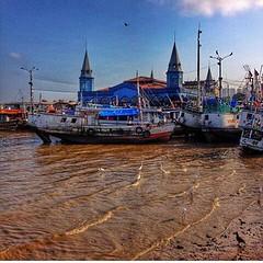 Click de Alex Sernambi sobre a capital paraense, tão bonito de ver... #AplausoBlogAuroradeCinema #igersbelem #igerspa #barcos #igersbrasil #brazil #azul #cenasurbanas #click #cenasparaenses #urbanidades @alexsernambi #alexsernambi #photographer #urban #pa