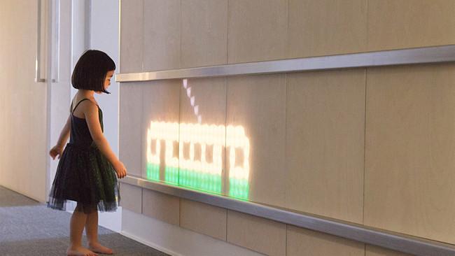 light-emitting-wall-261216-1149-02