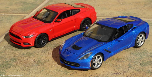 Maisto 1:24 Mustang 2015, Corvette Stingray 2014