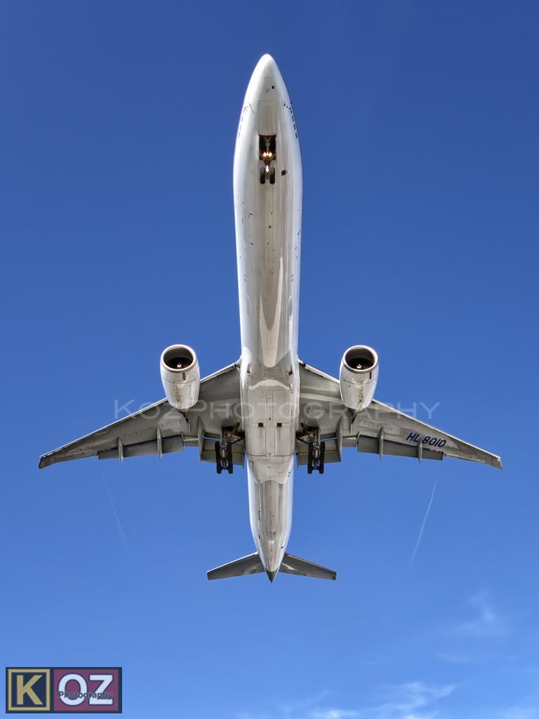 HL8010 - B77W - Korean Air