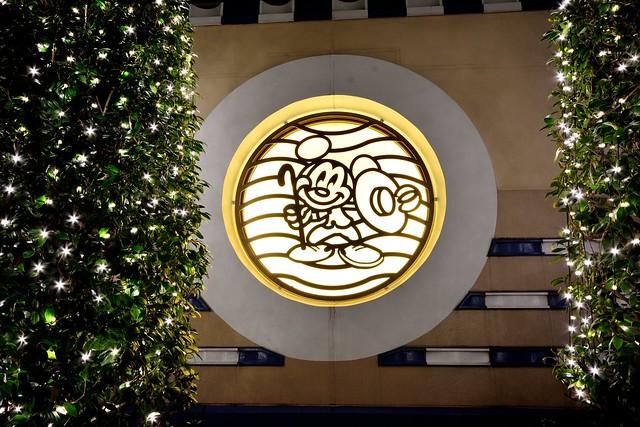 ディズニーアンバサダーホテルのミッキーのエンブレム