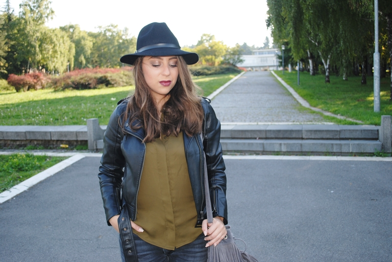 olive-green-shirt-leather-jacket-black-fedora-hat-fringe-bag-6