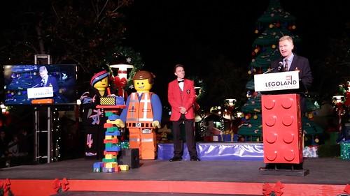 Full Tree Lighting Ceremony with Jenna Elfman3