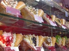 breakfast(0.0), ice cream(0.0), charcuterie(0.0), street food(0.0), produce(0.0), danish pastry(0.0), meal(1.0), sweetness(1.0), bakery(1.0), food(1.0), gelato(1.0), pã¢tisserie(1.0), dessert(1.0),
