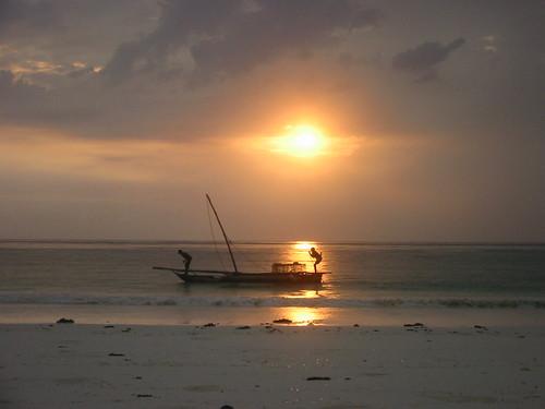 africa light beach topv111 1025fav 510fav sunrise wow geotagged tanzania topv333 top20sunrisesunset topv444 100v10f topv222 topv777 zanzibar dhow eastafrica matemwe 333v3f 222v2f 111v1f geo:lat=5856475 geo:lon=39407959