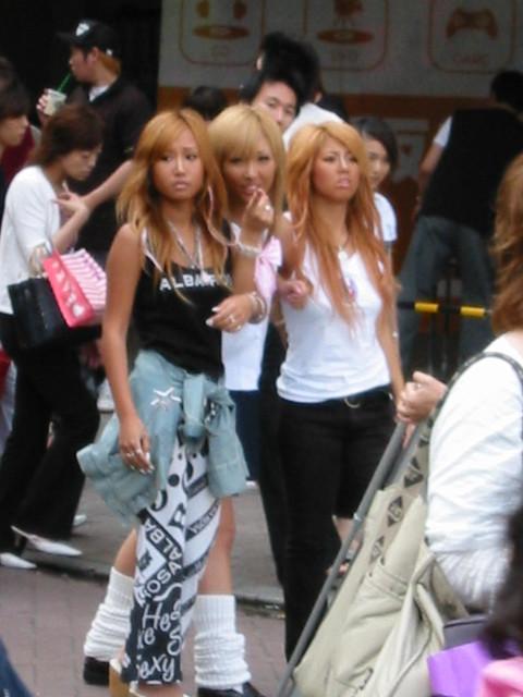 girls in shibuya tokyo, Canon IXY DIGITAL 200