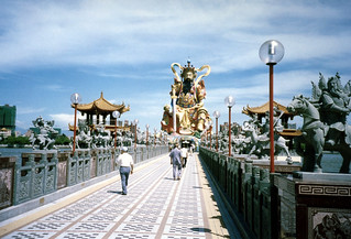 Bridge to Kuan Kung Statue