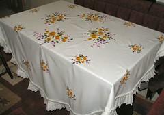 nakışlı masa örtüsü