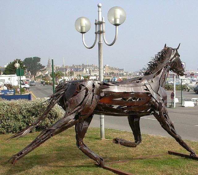 Roscoff - Inhabituel, un cheval sur les quais