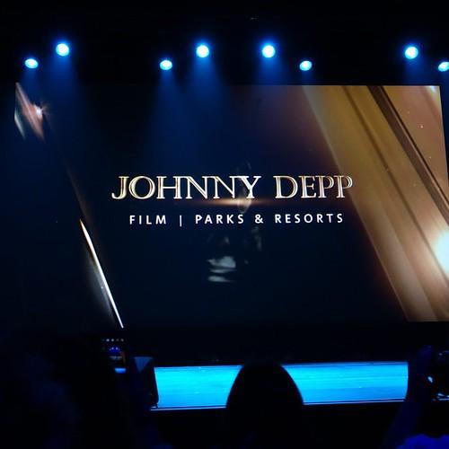 今回はこの8名が受賞者と発表されていましたが、サプライズでジョニー・デップの受賞が!